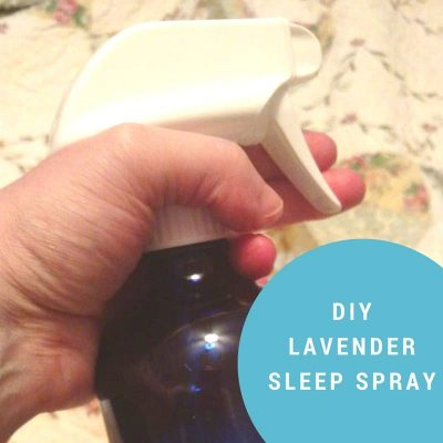 MAKE LAVENDER ESSENTIAL OIL SLEEP SPRAY AND USE IT AS A NATURAL SLEEP REMEDY.
